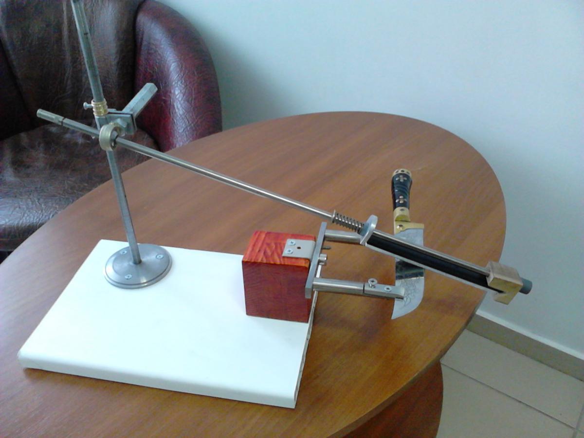 Точилка для ножей с поворотным механизмом своими руками