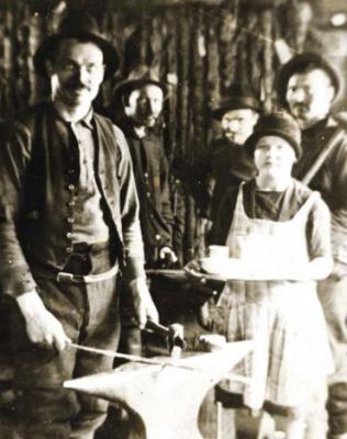 marttiini and family 1928.jpg