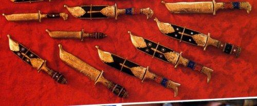 Xinjiang dagger & knife.jpg