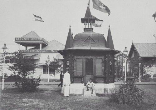 COLLECTIE_TROPENMUSEUM_Paviljoen_op_de_Koloniale_Tentoonstelling_in_Semarang_TMnr_60039518.jpg