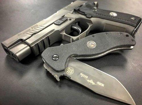 Knife_and_gun.jpg