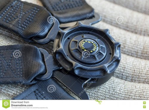 ремень-безопасности-на-месте-в-верто-ете-ета-и-77590110.jpg