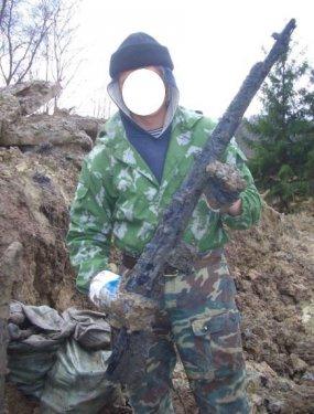 13.11.10 Самозарядная винтовка Токарева, найденная в траншее-1.jpg