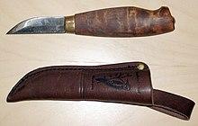 220px-Carbon_steel_knife.jpg