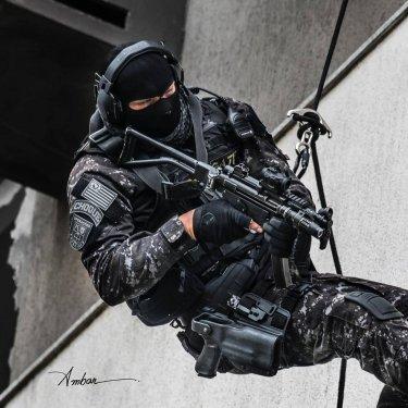 swat_2.thumb.jpg.590f144af22e187537c043b1989d3963.jpg