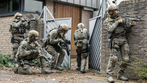 swat_3.thumb.jpg.21f53233306c9759351f43d9868ff581.jpg