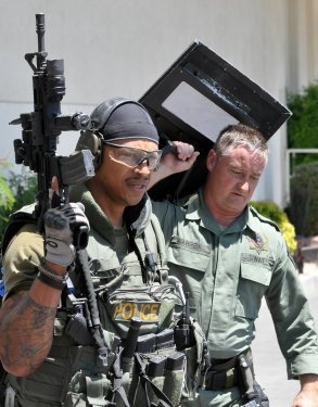 swat_24.thumb.jpg.03db55b5d1bbdb3e38f7f6bd062d9b3a.jpg