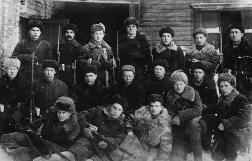 Групповой портрет бойцов истребительного батальона Тульского оружейного завода..jpg