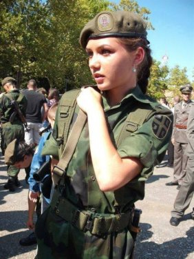 serbian_women_in_uniform_35.jpg