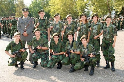 serbian_women_in_uniform_24.jpg