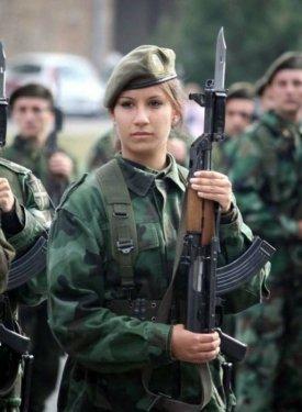 serbian_women_in_uniform_29.jpg