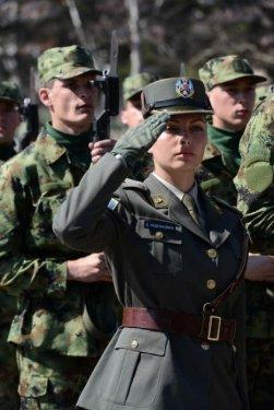 serbian_women_in_uniform_06.jpg