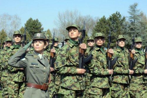 serbian_women_in_uniform_33.jpg