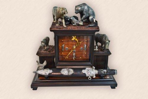 Часы каминные с медвежьим кинжалом1.jpg