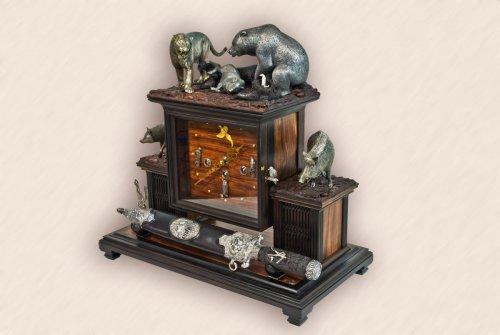 Часы каминные с медвежьим кинжалом2.jpg