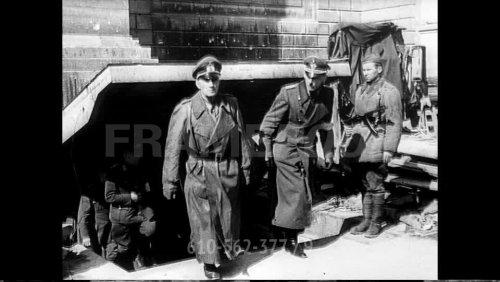 610562377-prisonnier-de-guerre-allemand-bataille-de-berlin-capitulation-defaite(8).jpg