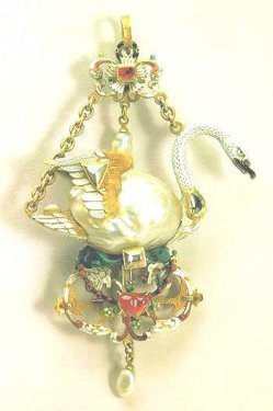 swan-pendant-hermitage-museum1.jpg