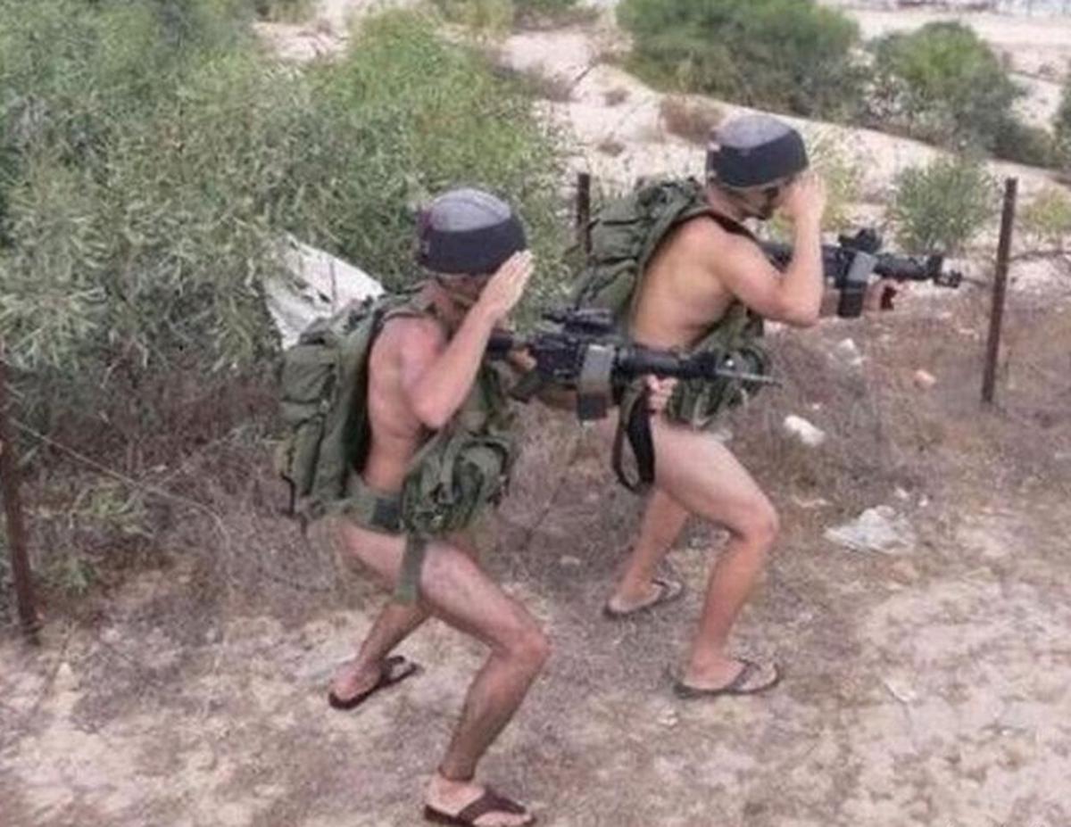 Солдаты российской армий голый смотреть онлайн 19 фотография
