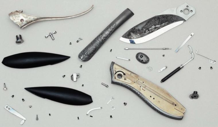 Нож снабжён механизмом для