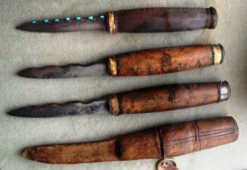 Ножи датского короля Кристиана VI (1699 - 1746). В рукоять вмонтирована табакерка. Замок Розенборг, Дания.jpg