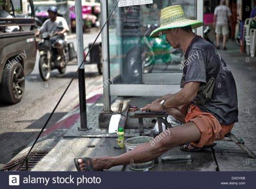 street-side-knife-and-tool-sharpener-thailand-s-e-asia-DXDYKB.jpg