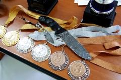 Главные призы ножевых соревнований